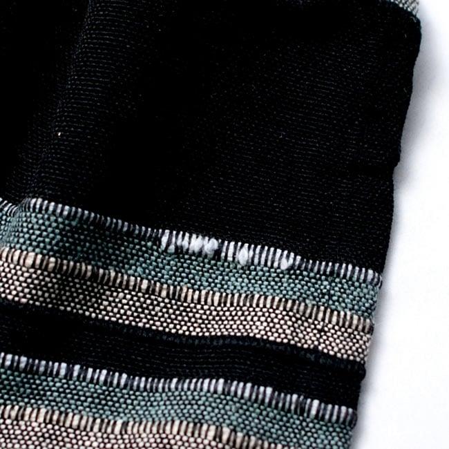 〔225cm×150cm〕柔らか手触りのイタワ織りマルチクロス - ブラック×ベージュ 7 - こちらの布はインドでハンドメイドされたやさしい風合いが魅力なのですが、現代的な工場でつくられる製品と比べると、このようなホツレや織りキズが若干ある場合がございます。製品の特性としてご了承いただけますと幸いです。(以下の写真は同ジャンル品のものになります。)