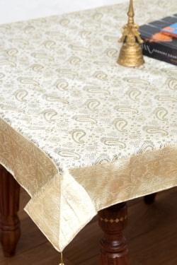 〔約105cm×105cm〕インドの金糸入りテーブルカバー -ペイズリー×ホワイト