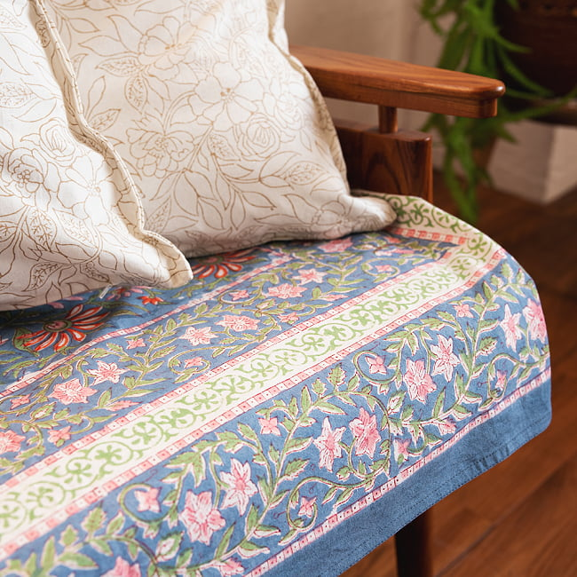 ジャイプル職人手作り インド伝統の木版染め更紗マルチクロス〔225cm×155cm〕色彩豊かなボタニカルデザイン ベッドカバーやソファーカバー パーテーションなどへ 11 - 上品な仕上がりで、さまざまなお部屋に似合います。