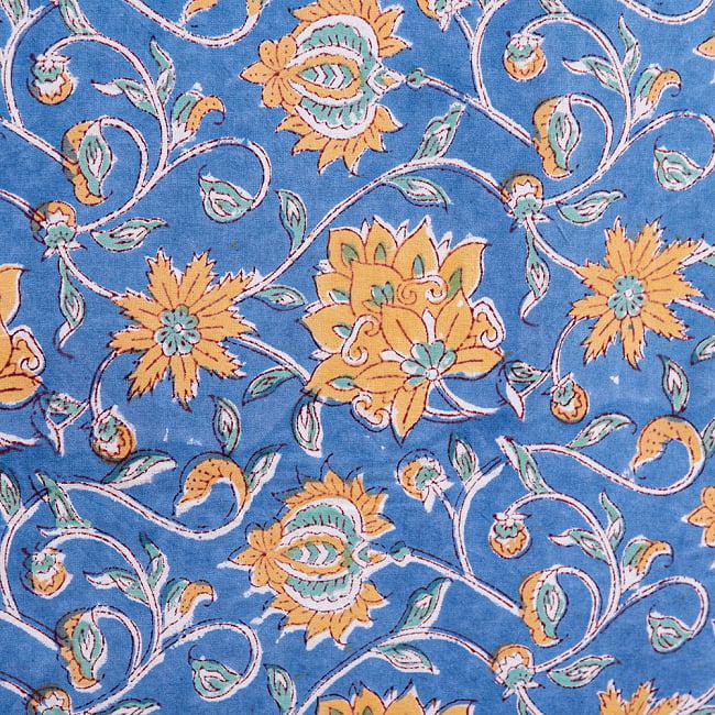 ジャイプル職人手作り インド伝統の木版染め更紗マルチクロス〔225cm×155cm〕色彩豊かなボタニカルデザイン ベッドカバーやソファーカバー パーテーションなどへ 6 - 木版で丁寧にプリントされております