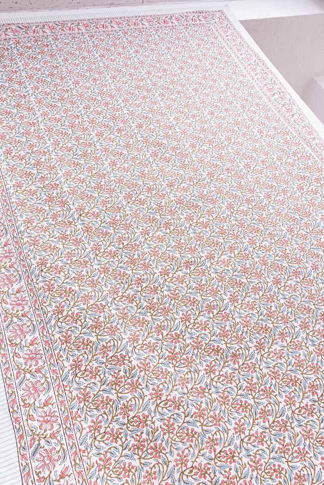 ジャイプル職人手作り インド伝統の木版染め更紗マルチクロス〔225cm×155cm〕色彩豊かなボタニカルデザイン ベッドカバーやソファーカバー パーテーションなどへ 8 - 一般的なマルチクロスとは、一線を画す美しいデザイン。