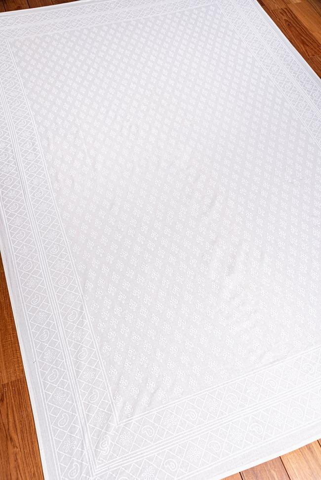 ジャイプル職人手作り サフェードのボタニカルデザイン インド伝統の木版染め更紗マルチクロス〔225cm×155cm〕ベッドカバーやソファーカバー パーテーションなどへ 3 - 拡大写真です