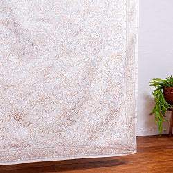 インド職人手作り 白生地×ゴールドプリントのボタニカルデザイン インド伝統の木版染め更紗マルチクロス〔225cm×155cm〕ベッドカバーやソファーカバー パーテーションなどへ