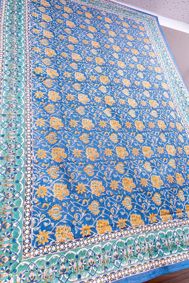 【自由に選べる3枚セット】ジャイプル職人手作り インド伝統の木版染め更紗マルチクロス〔225cm×155cm〕色彩豊かなボタニカルデザイン ベッドカバーやソファーカバー パーテーションなどへ 16 - 斜め下からの写真です