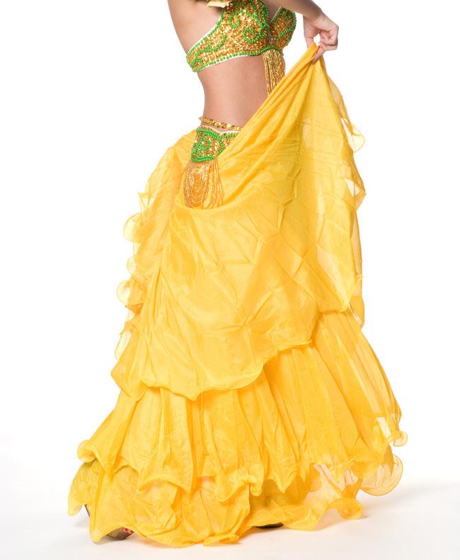 ベリーダンス シフォンフレアスカートの写真4 - スカートの縁に、ナイロンワイヤーを埋め込むことにより、波打つ素敵なラインがつくられています。