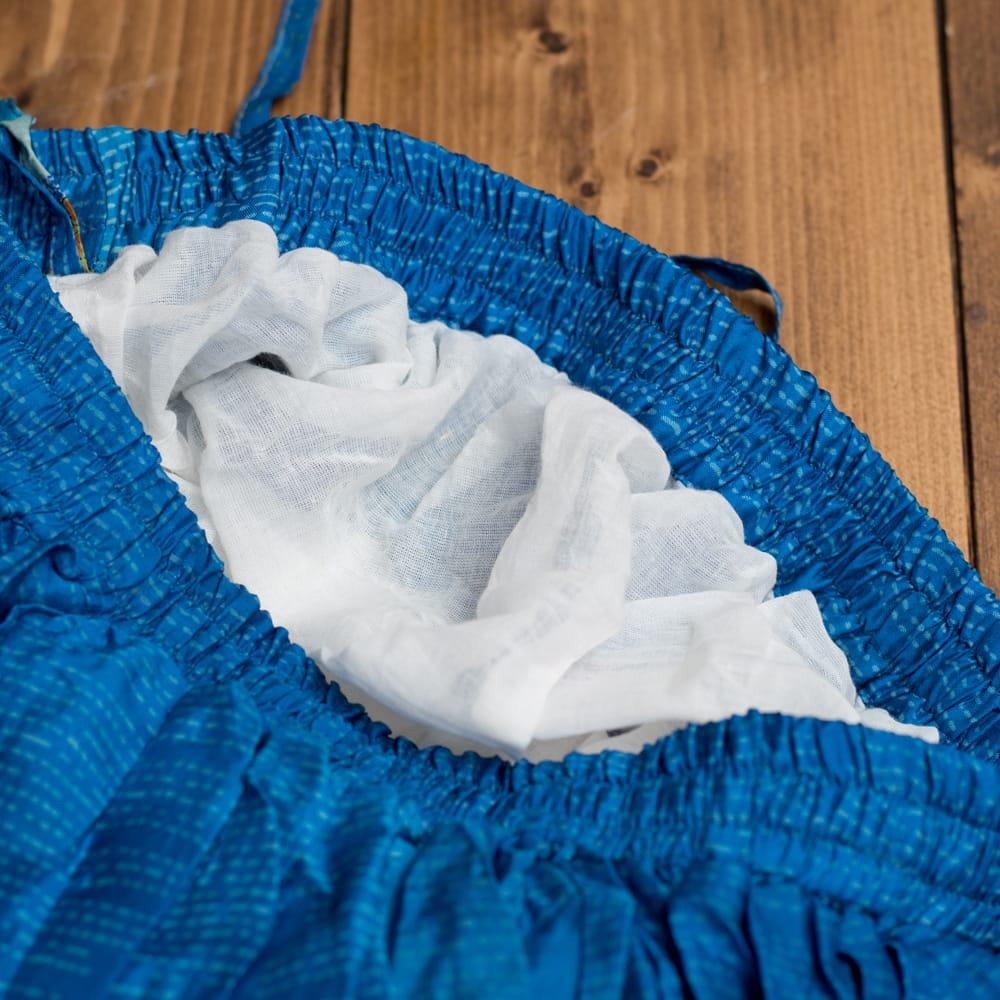 25ヤード アンティークサリーのジプシーパッチワークスカート4段【88cm】 5 - スカートの上部にはこのような白い生地、またはサリー生地の裏地がついています。