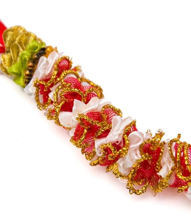 インドの造花ミニ 赤×黄緑×ゴールドの写真2 - 一部分を拡大してみました