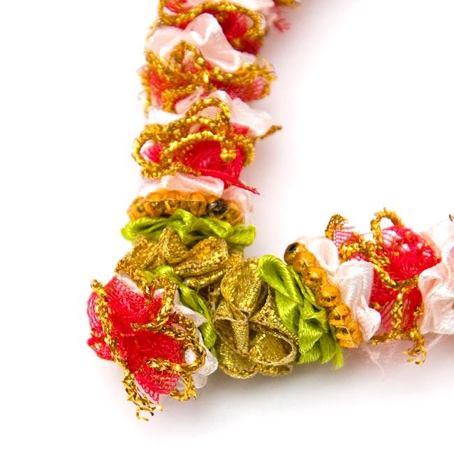 インドの造花ミニ 赤×黄緑×ゴールドの写真3 - 一部分を拡大してみました