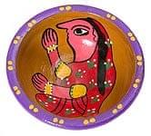 ミティラー村のカラフル素焼き皿 - 女性