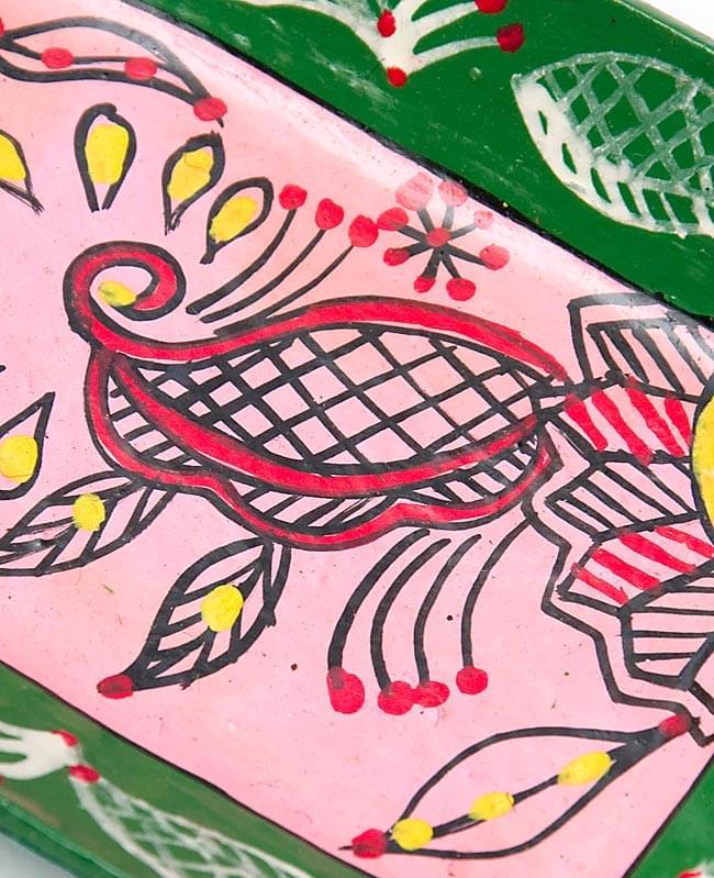 ミティラー村のカラフル飾り皿 - 花 - 【14cm x 10cm】の写真2 - 絵の部分を拡大しました
