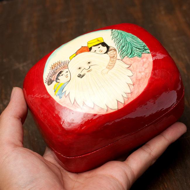 カシミールのペーパーマッシュ - インチキサンタさん小物入れ[大] 5 - サイズを感じていただく為、手に持ってみたところです。