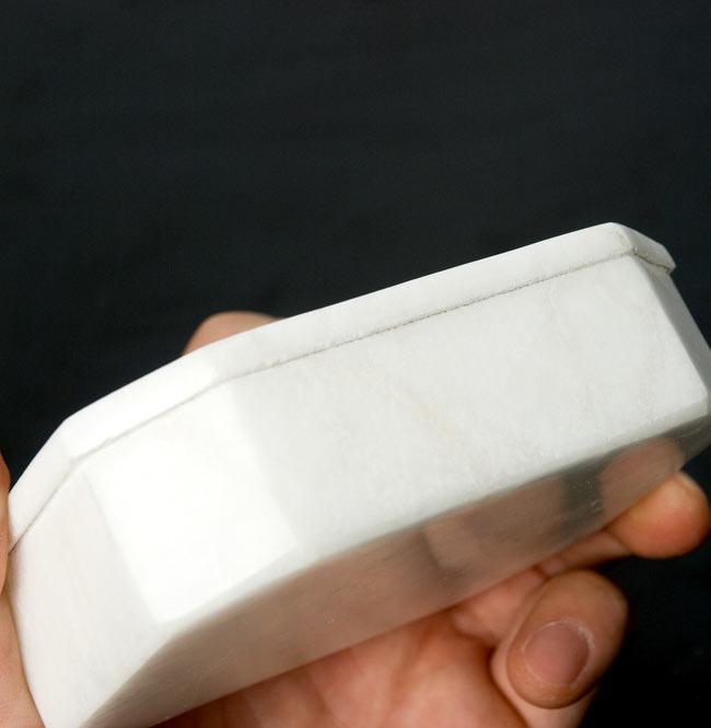 【ジュエル型】マーブルストーンの小物入れ[約10.5cm]の写真6 - 側面から撮影しました。このように、しっかりと閉まります。
