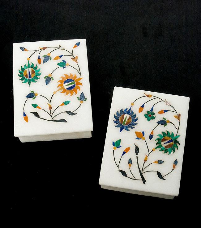 【角形】マーブルストーンの小物入れ[約10.5cm]の写真9 - こちらの2色からお選び下さい。手作りですので、一個ずつ模様が微妙に異なります。ご了承の上でお買い求め下さい。