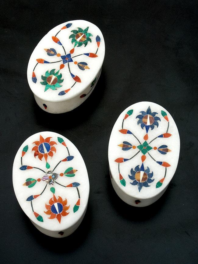 【楕円型】マーブルストーンの小物入れ[約8cm]の写真9 - こちらの3色からお選び下さい。手作りですので、一個ずつ模様が微妙に異なります。ご了承の上でお買い求め下さい。