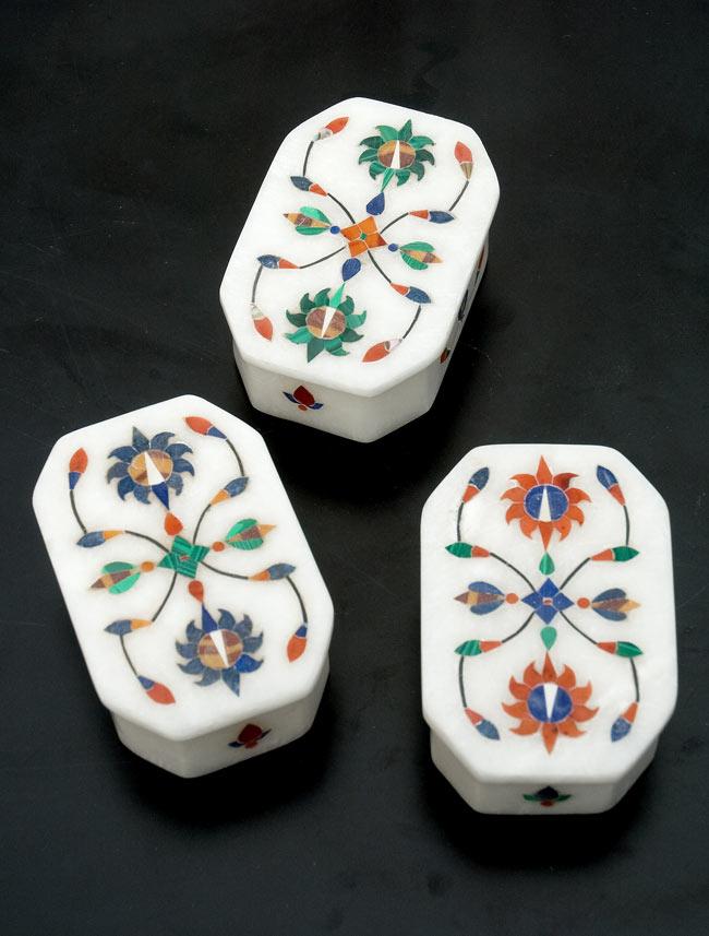 【ジュエル型】マーブルストーンの小物入れ[約8cm]の写真9 - こちらの3色からお選び下さい。手作りですので、一個ずつ模様が微妙に異なります。ご了承の上でお買い求め下さい。