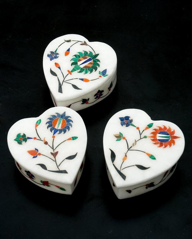 【ハート型】マーブルストーンの小物入れ[約8cm]の写真9 - こちらの3色からお選び下さい。手作りですので、一個ずつ模様が微妙に異なります。ご了承の上でお買い求め下さい。