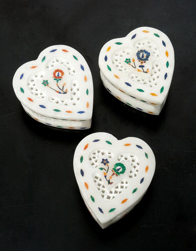 【ハート型】マーブルストーンの小物入れ[約7.5cm]の写真9 - こちらの3色からお選び下さい。手作りですので、一個ずつ模様が微妙に異なります。ご了承の上でお買い求め下さい。