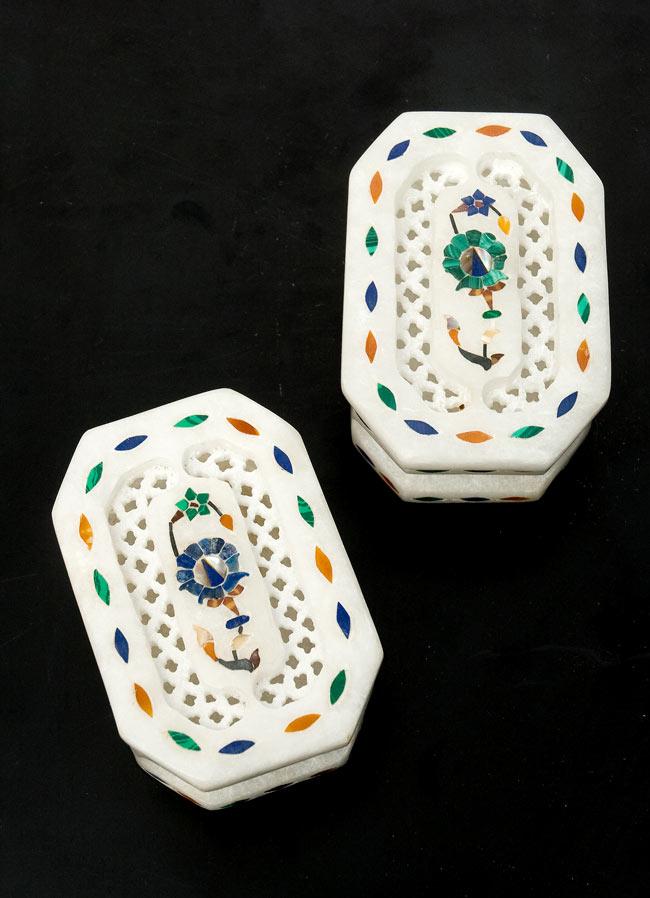 【ジュエル型】マーブルストーンの小物入れ[約8cm]の写真9 - こちらの2色からお選び下さい。手作りですので、一個ずつ模様が微妙に異なります。ご了承の上でお買い求め下さい。
