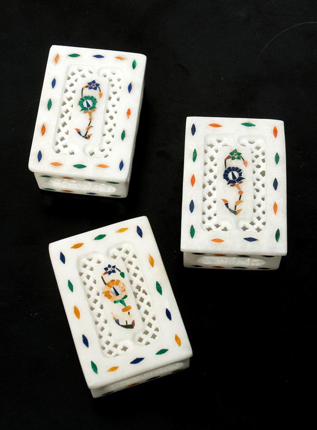 【角形】マーブルストーンの小物入れ[約8cm]の写真9 - こちらの3色からお選び下さい。手作りですので、一個ずつ模様が微妙に異なります。ご了承の上でお買い求め下さい。