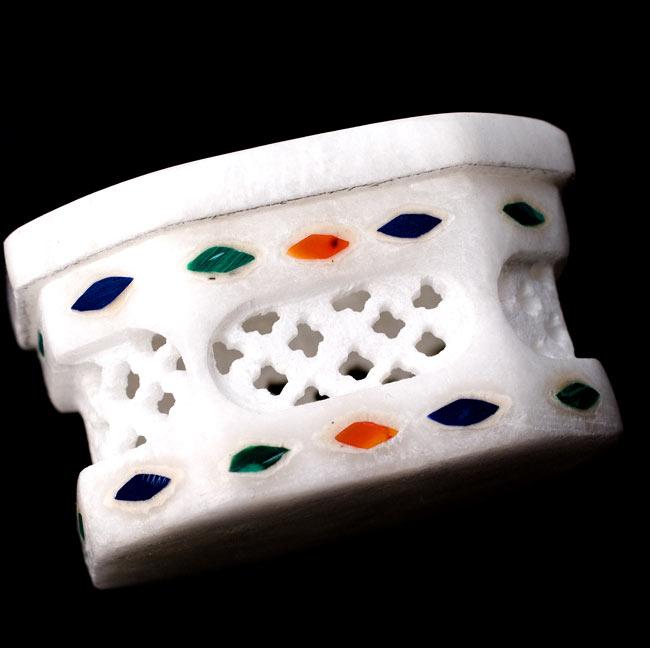 【ジュエル型】マーブルストーンの小物入れ[約5cm]の写真3 - 側面にも華麗な彫り細工が施されています。