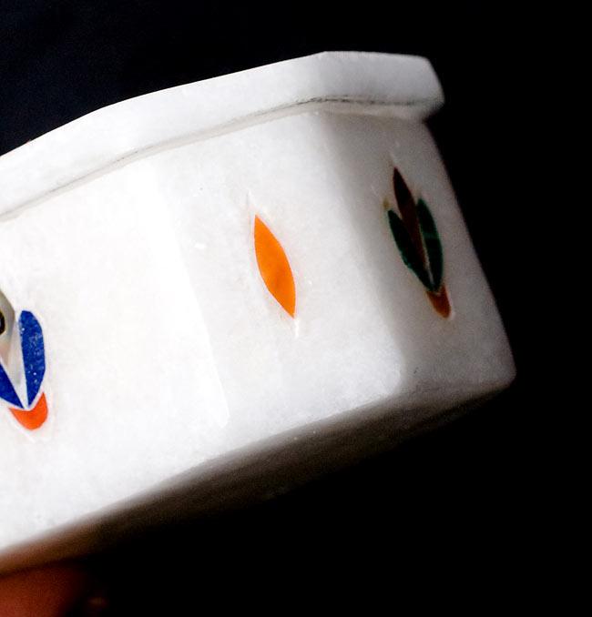 【ジュエル型】マーブルストーンの小物入れ[約5.5cm]の写真3 - 側面を撮影しました。側面にも貴石が施されています。