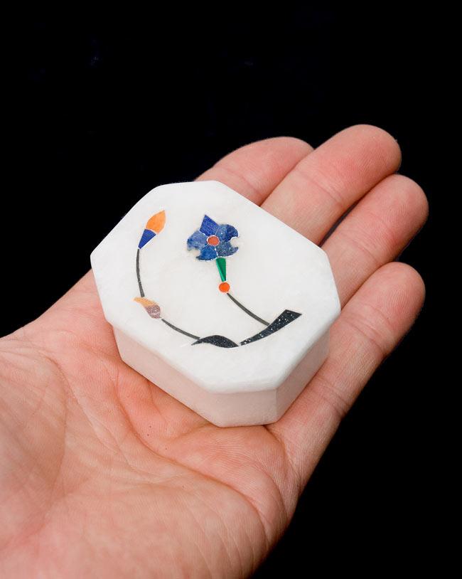【ジュエル型】マーブルストーンの小物入れ[約5.5cm]の写真7 - 手に乗せるとこれくらいの大きさです。