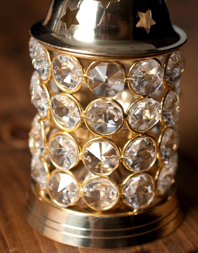 クリスタルガラスの円形オイルランプシェード〔15.5cm×7.7cm〕 3 - クリスタルガラスが中のオイルランプを覆うように、針金でとめられています。