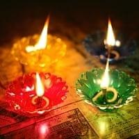 【12個入り】光の華咲く フローティングオイルランプ - ロータス〔2.5cm×6.8cm〕