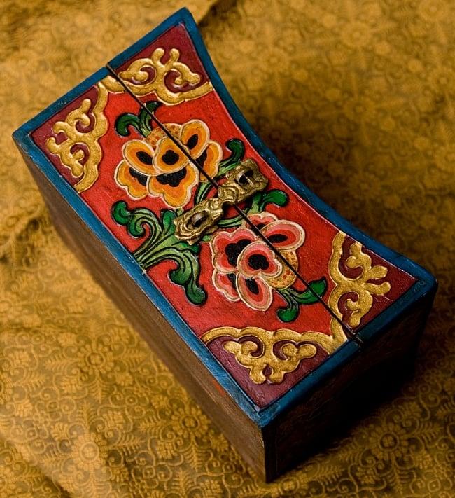 チベットの伝統小物入れ - 龍(凹型) 4 - 正面部分です。