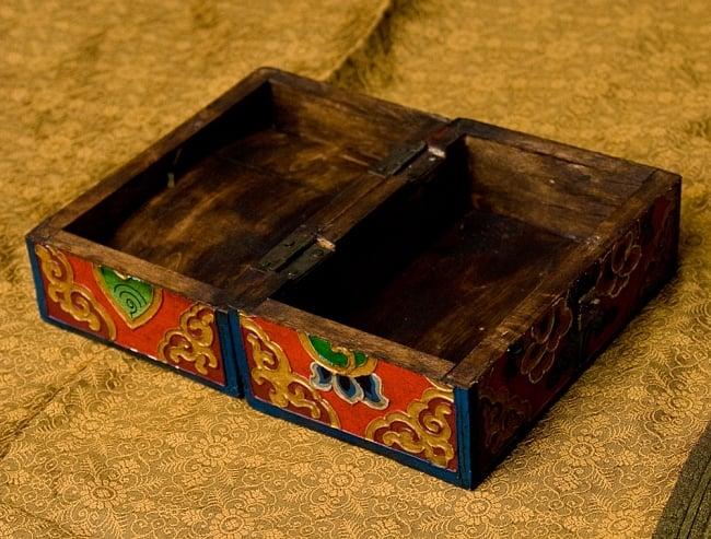 チベットの伝統小物入れ - 龍(凹型) 8 - 箱を開いてみました。渋い色合いの木材を使用しています。