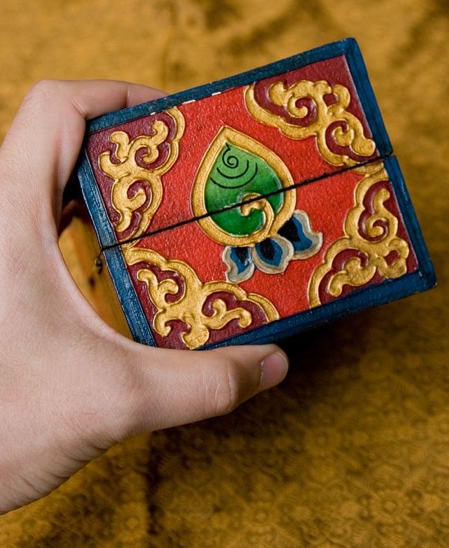 チベットの伝統小物入れ - 龍(凹型) 9 - 高さはこのくらいです。