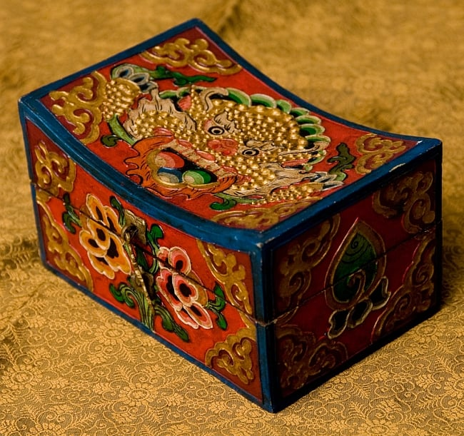 チベットの伝統小物入れ - 龍(凹型)の写真