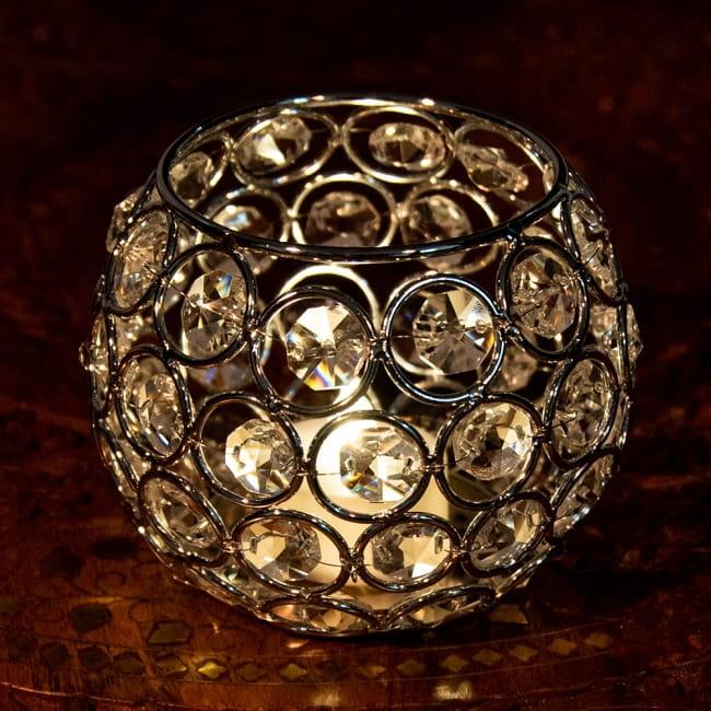 【金銀2色展開】クリスタルガラスのアラビアンキャンドルホルダー - ゴールド【高さ8.5cm】 6 - シルバーの点灯写真です。