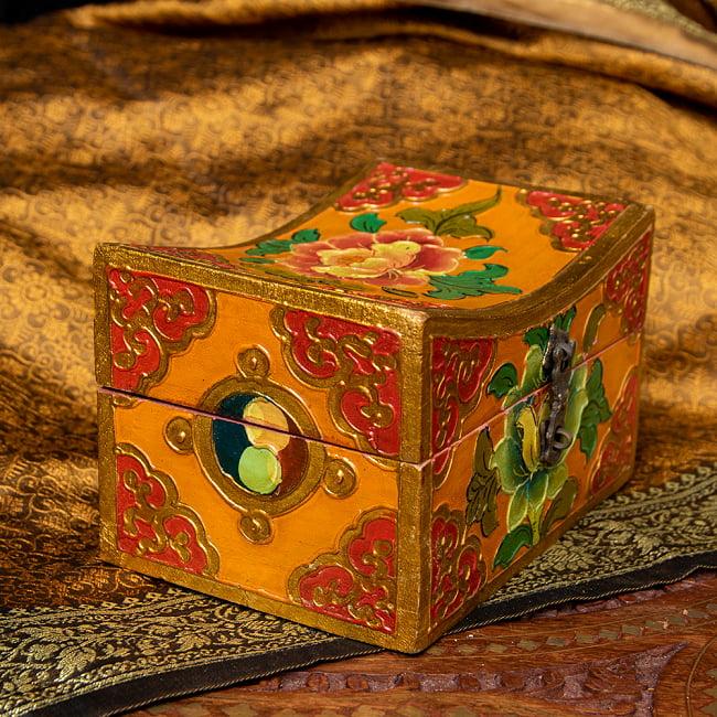 〔一点物〕チベットの伝統小物入れ 美しい色彩と吉祥文様 凹型 4 - 別の角度からです