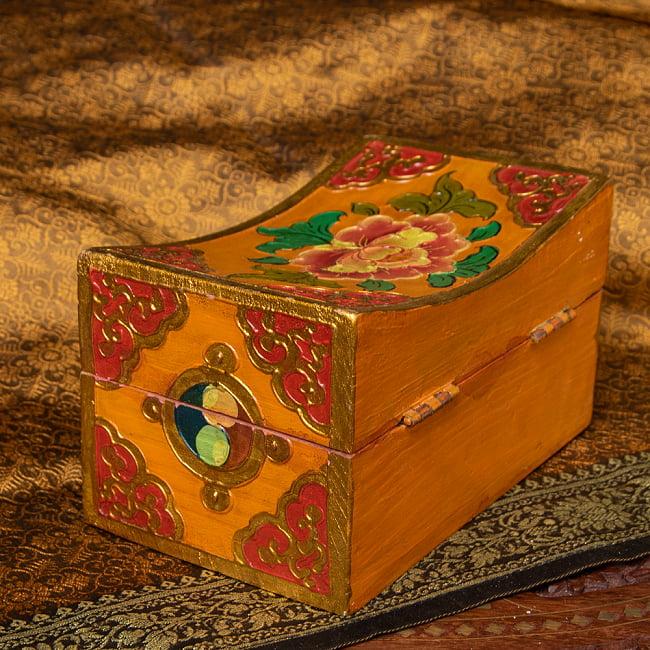 〔一点物〕チベットの伝統小物入れ 美しい色彩と吉祥文様 凹型 5 - チベット伝統の美しい色彩です