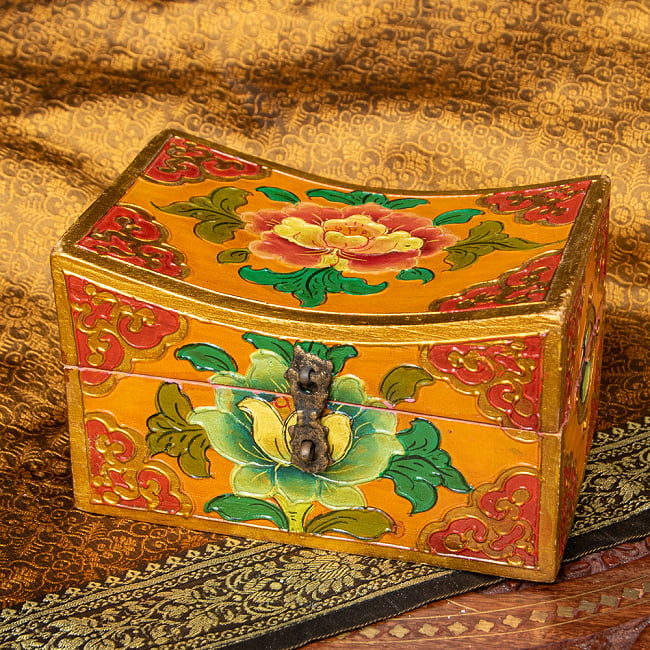 〔一点物〕チベットの伝統小物入れ 美しい色彩と吉祥文様 凹型の写真