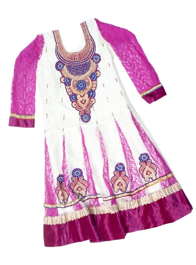 サフェードのパンジャビドレス 3点セット 白×ピンク 2 - トップのドレスの様子です。