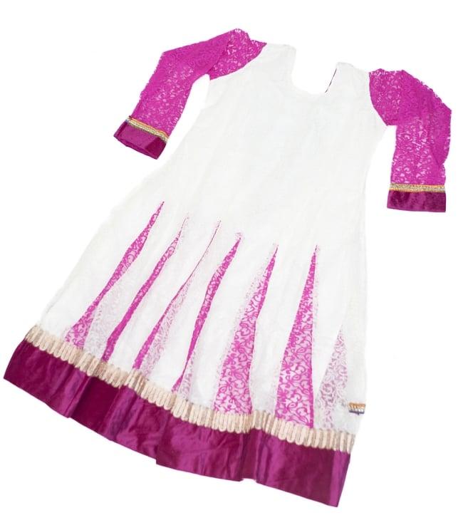 サフェードのパンジャビドレス 3点セット 白×ピンク 3 - 後ろ姿です。