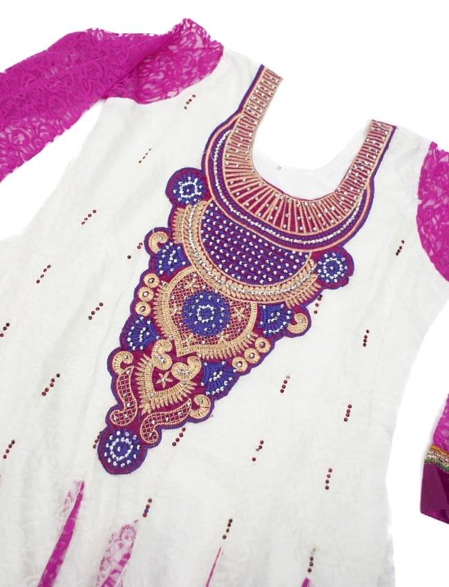 サフェードのパンジャビドレス 3点セット 白×ピンク 4 - 豪華な胸元の様子です。