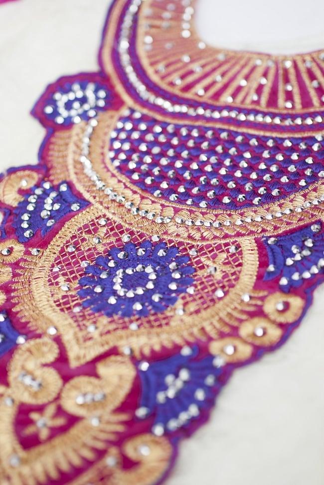 サフェードのパンジャビドレス 3点セット 白×ピンク 8 - 刺繍部分を近くで見てみました。きらびやかで素敵ですね。
