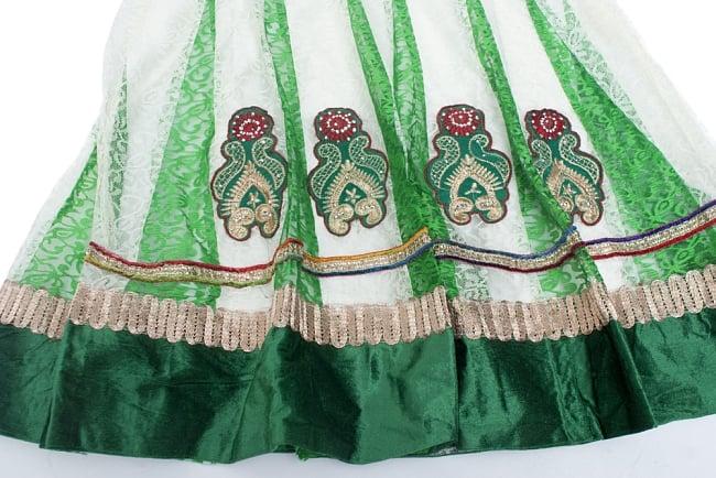 サフェードのパンジャビドレス 3点セット 白×緑の写真5 - 刺繍やスパンコールで華やかに飾られています。