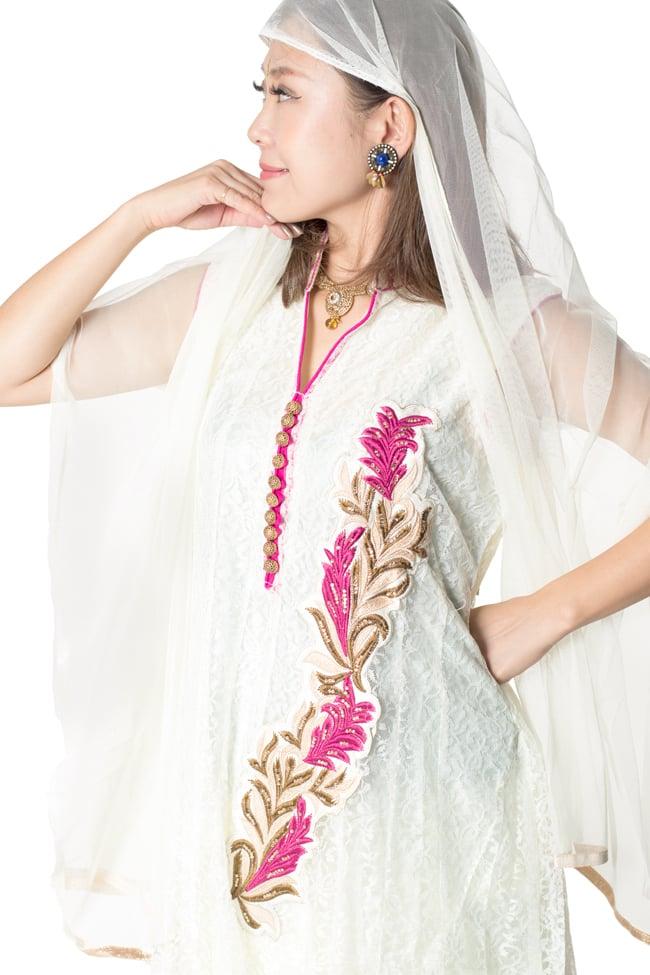 サフェードのパンジャビドレス 3点セット 白×ピンクの写真4 - 豪華な胸元の様子です。