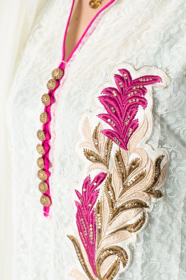 サフェードのパンジャビドレス 3点セット 白×ピンクの写真5 - 刺繍やスパンコールで華やかに飾られています。