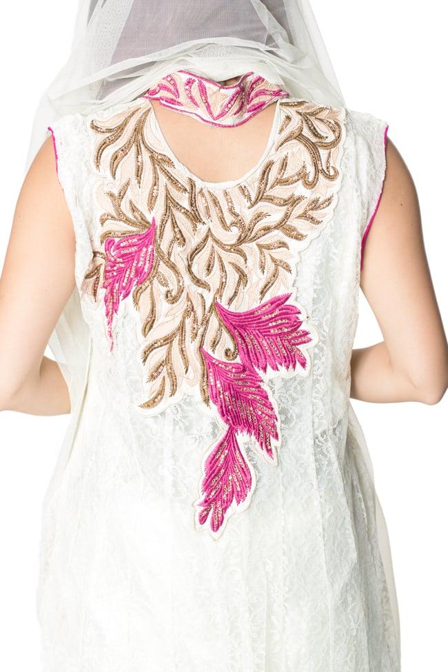 サフェードのパンジャビドレス 3点セット 白×ピンクの写真7 - 背中にも刺繍が施されています。
