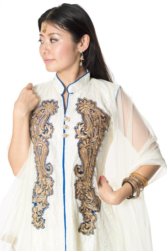 サフェードのパンジャビドレス 3点セット 白×青 4 - 豪華な胸元の様子です。