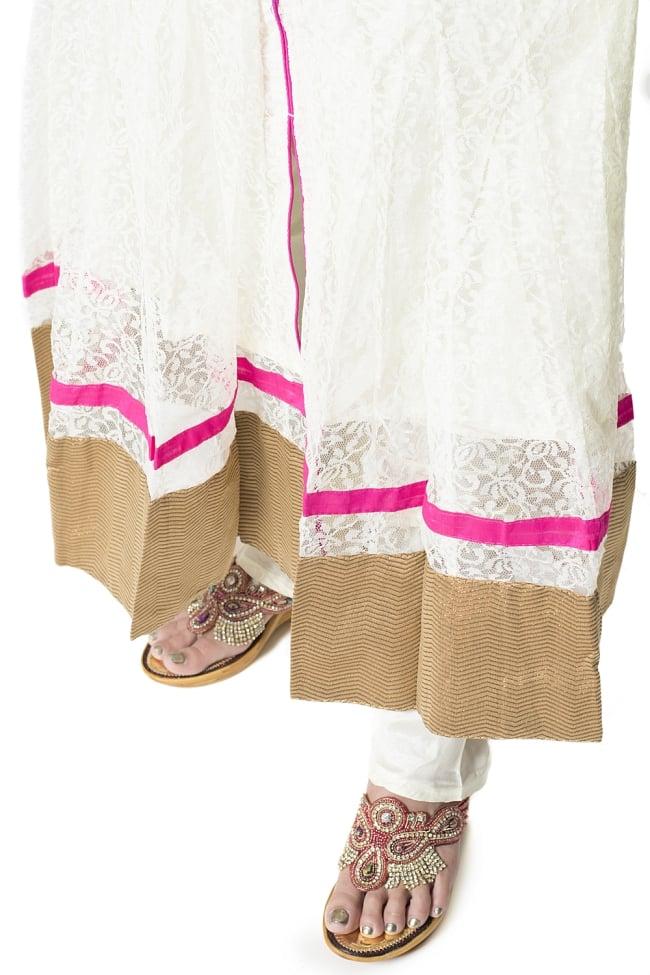 サフェードのパンジャビドレス 3点セット 白×ピンク 7 - 裾の様子です。