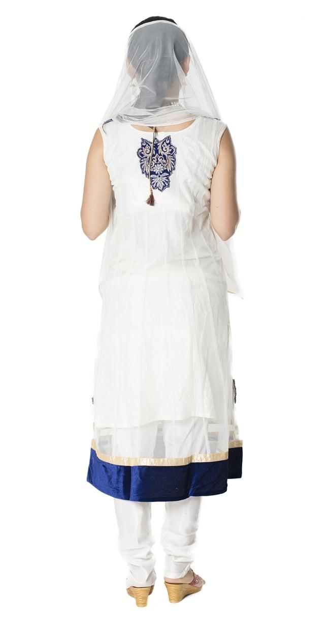 サフェードのパンジャビドレス 3点セット 白×濃青の写真3 - 後ろ姿です。