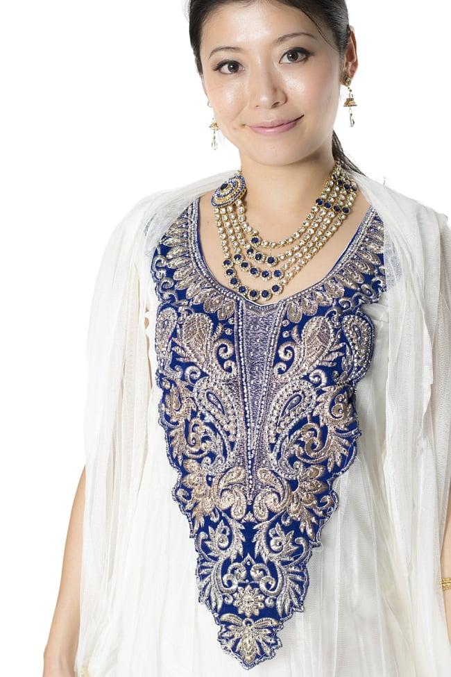 サフェードのパンジャビドレス 3点セット 白×濃青の写真4 - 豪華な胸元の様子です。