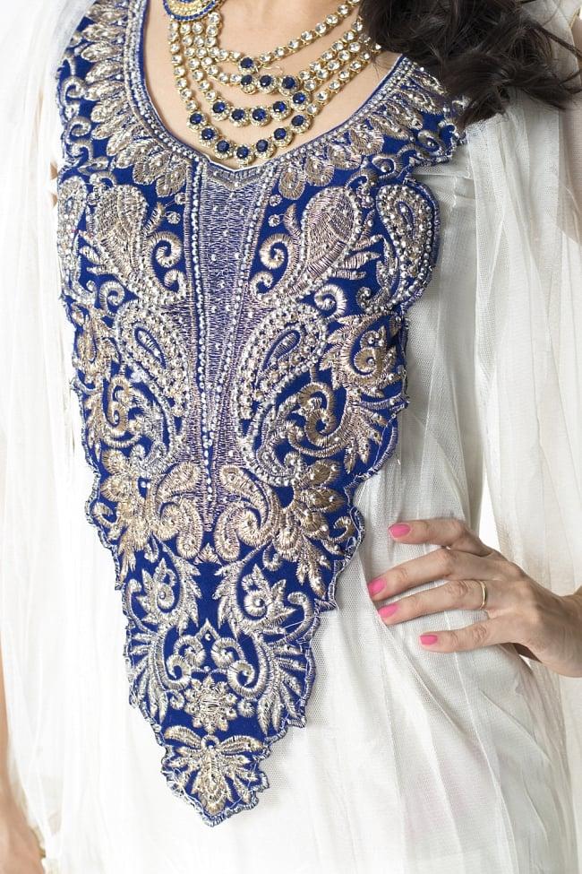 サフェードのパンジャビドレス 3点セット 白×濃青の写真5 - 刺繍やスパンコールで華やかに飾られています。