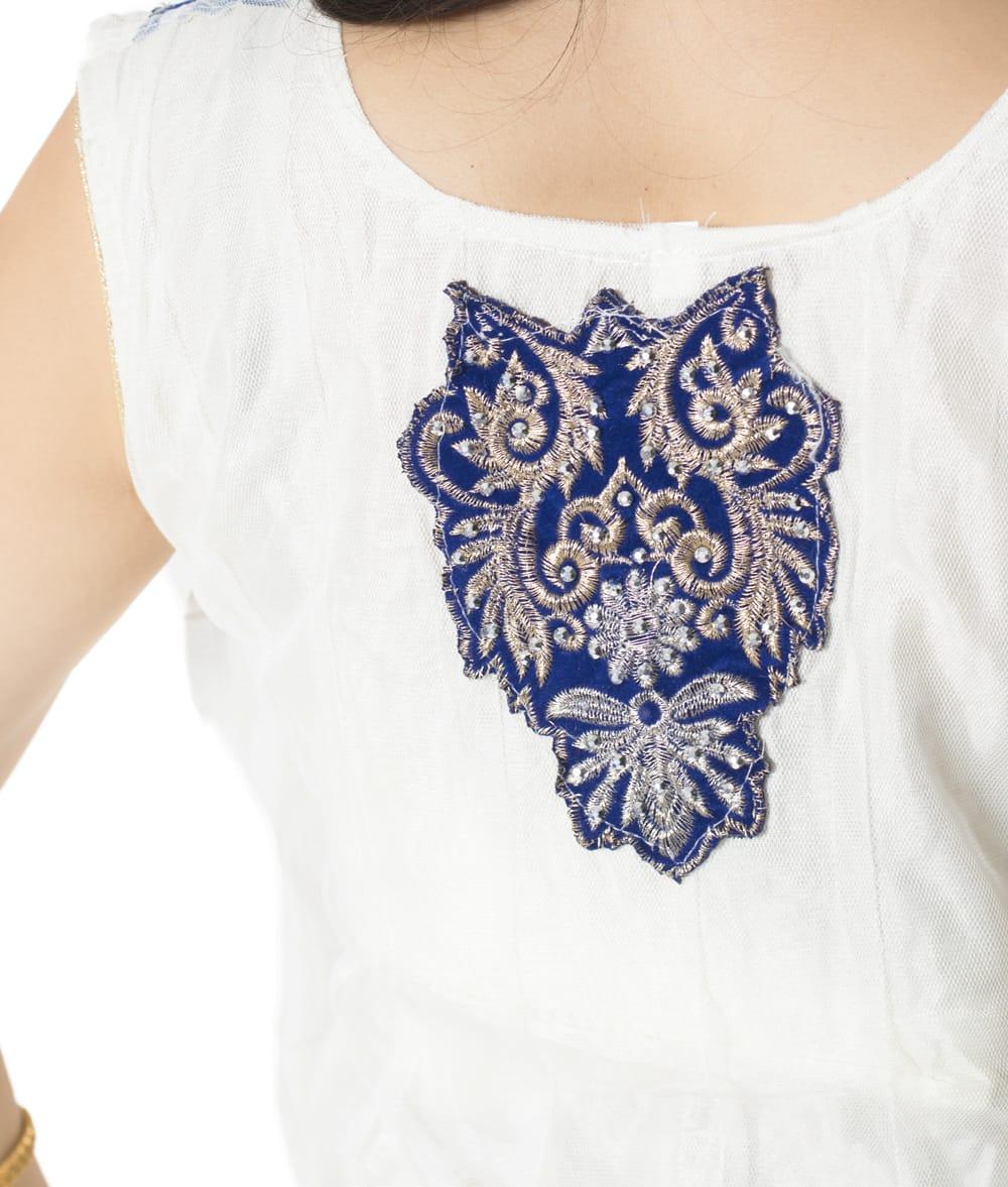 サフェードのパンジャビドレス 3点セット 白×濃青 7 - 背中にも刺繍が施されています。